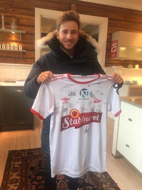 På auksjon I: FFKs Ludvig Begby håper hans signerte trøye kan gi inntekter til Barnekreftforeningen.