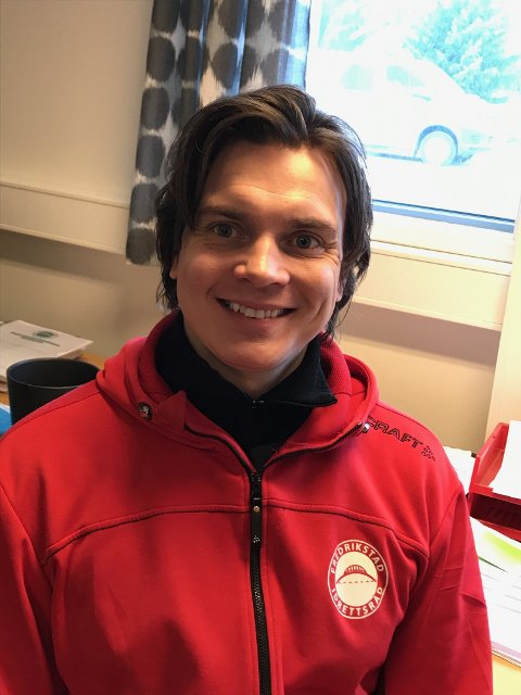 Bekymret: Stefan Løkse i Fredrikstad Idrettsråd hadde onsdag ingen grunn til å smile. Rådmannen foreslo å kutte en stor del av støtten til FRID.