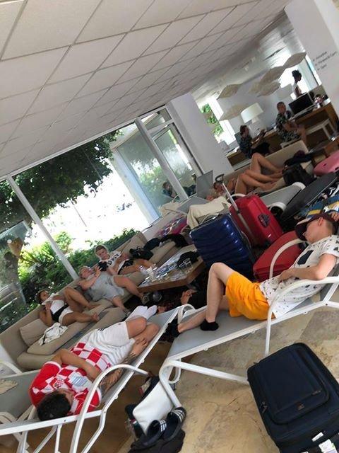 Ligger overalt: Sunwing Kalithea Hotel er stappfullt av turister som ikke har kommet seg hjem på grunn av problemene på flyplassen på Rhodos.