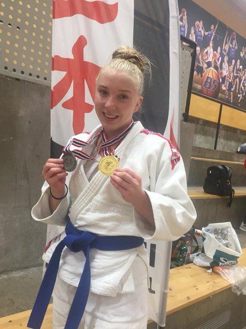 FORNØYD: Nicoline Rubinstein følger i sin storesøsters fotspor på judomatta. Foto: Privat