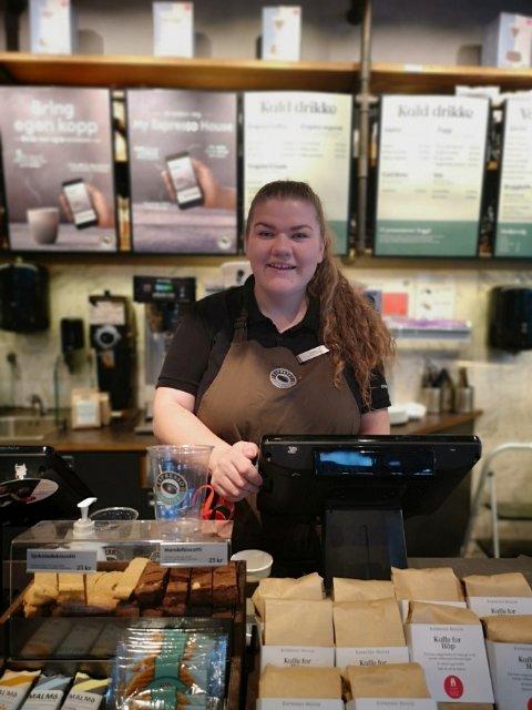 DAGLIG LEDER: 21 år gamle Sandra Åsle Hatch fra Fredrikstad blir daglig leder for Espresso House i Sarpsborg.