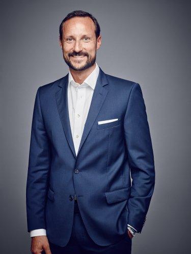 Kommer. Kronprins Haakon markerer Verdensdagen for psykisk helse i Fredrikstad.