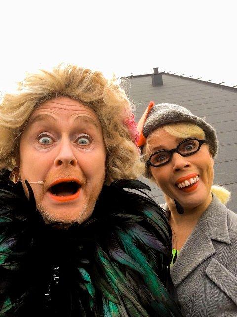 Simon Andersen som parodierer Wenche Foss og Talina Hansen Skogseth som gestalter karakteren Rut gleder seg til «Wenches Bingo med Rut på slep» lørdag 19. september.