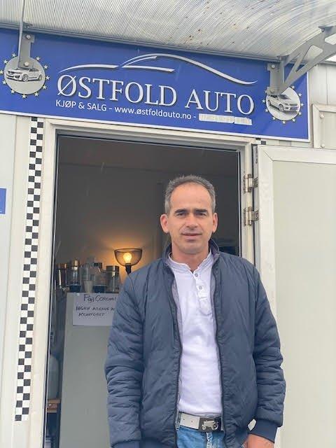 Bashkim Qela (46) som driver «Leo's Car Wash» og Østfold Auto AS er lettet etter at han endelig han funnet ut hvem som eide pengene som dukket opp på kontoen hans i april.
