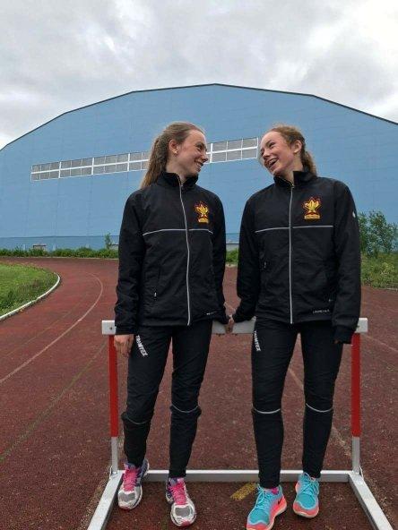 Søstrene Nygård Stavenes, Turi og Tina, er klar for UM i friidrett i september.