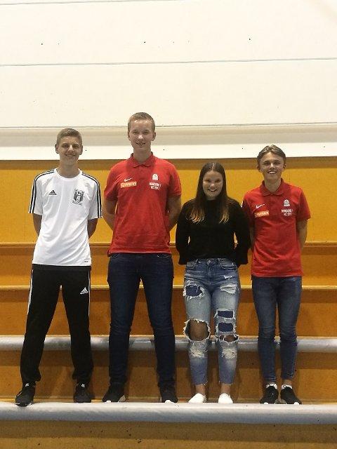FINALEDOMMERE: Vilde Kramer (nr. 3 f.v.) dømmer finale i Norway Cup. De andre er Mattias Gripsgård Sakstad, Sondre Bratli Andersen og Dominik Stanislavhuk.