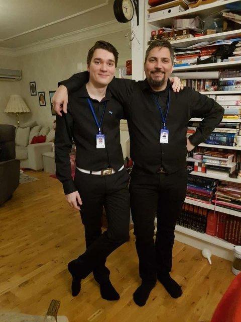 SKRYTER: Ordensvaktene Anders (til venstre) og Christer Kristiansen skryter av feststemte narvikinger, men ønsker en slutt på at kjentfolk skal tulle med vaktene. – Det har noe med signaleffekten å gjøre.