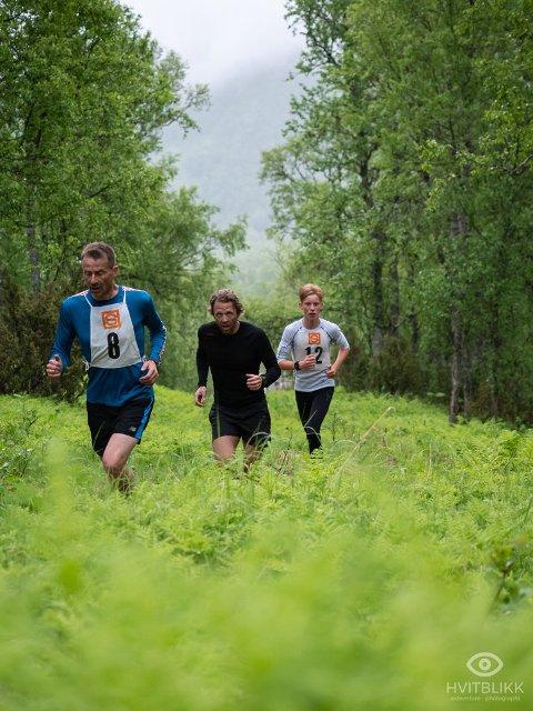 FRA SISTE LØP: Her er deltakere i gresset på vei oppover i 2019-utgaven av Håfjelltuva opp.