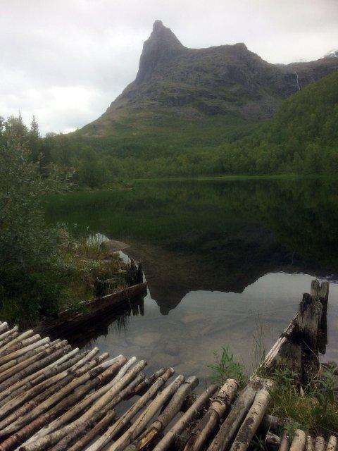 vakkert: Idyll ved Pumpevann ved foten av Tøttatoppen.
