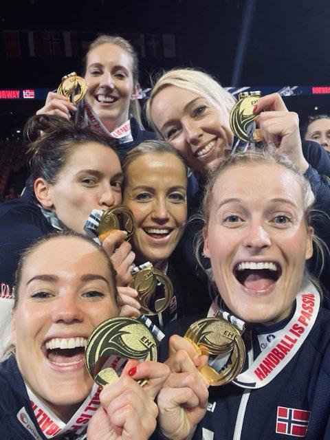OPPTUR FORTSETTER: Marit Røsberg Jacobsen, til høyre, storspiller i Danmark og er i den norske OL-kvaliktroppen.
