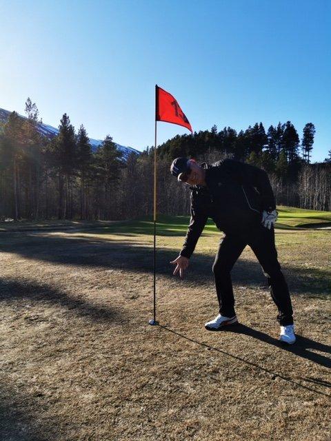 SNART KLAR: Daglig leder Svenn Kellner håper på en god sommer for Narvik Golfklubb i Skjomen Golfpark.