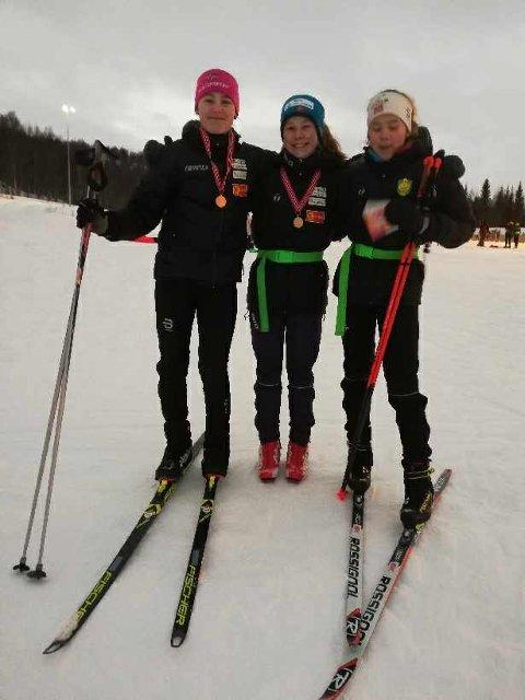 TRIO FRA BJERKVIK: Mona Danielsen Holmer, Martine Skog og Andrea Kristoffersen deltok i skiskytter-KM.