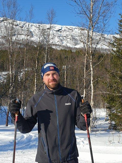 LEDER: Leder Kjetil Solberg i Ballangen ski kan ønske velkommen til renn med koronarestriksjoner lørdag.