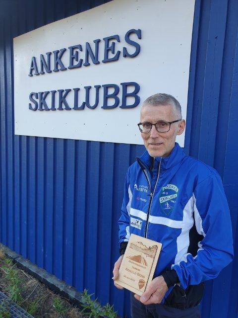 BLE ÆRESMEDLEM: Ronald Berg, fikk umerkelse i Ankenes skiklubb nylig.