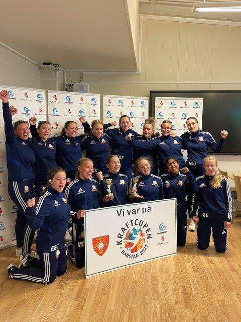 HJEM MED SØLV: Nor HK fikk andreplass både i j 15 og J 16-klassen under håndballturneringen i Harstad sist helg.