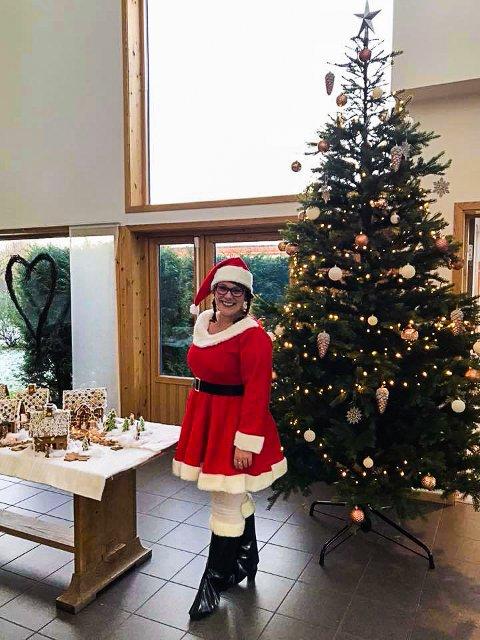 JULESTEMNING: Bettina Larsen-Nyborg har sørget for julemoro på sykehjemmet.