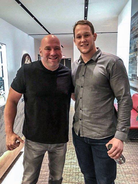 TOPPMØTE: Marthin Hamlet (t.h.) sammen med sjefen for UFC, Dana White.