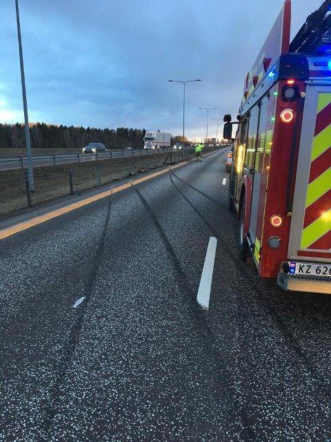 RYKKET: Vestfold Interkommunale Brannvesen rykket ut fra stasjon Kopstad.
