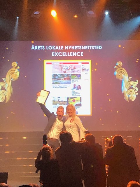 Redaktør Eugen Hammer mottok sammen med markedssjef Lena Skjæveland excellence-prisen for årets lokale nyhetsnettsted under Nordiske mediedager i Bergen onsdag.