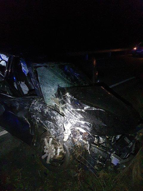 Slik så bilen ut etter møtet med fjellveggen i Vennesla natt til lørdag i forrige uke.