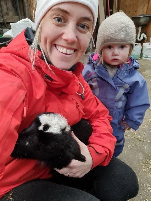 Marie Lima Kellerhals sammen med datteren Alma på snart to år. Marie er nå ny leder for Oltedal turn hvor hun også har meldt inn Alma.