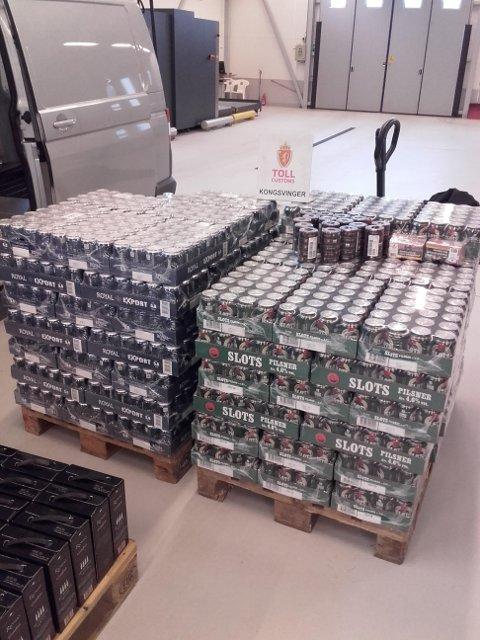 TYSKLANDSTUR: 927 liter øl, 72 liter vin og 30 liter brennvin ble beslaglagt i en bil som ble stoppet på Magnormoen torsdag.