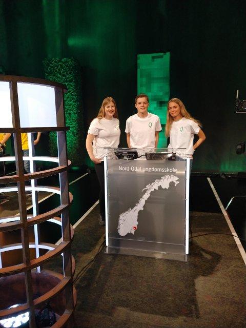 QUIZ: Jenny Aalborg, Martin Håkenrud og Vårin Sæther Hemstad i kunnskapskonkuransen Klassequizen på NRK.