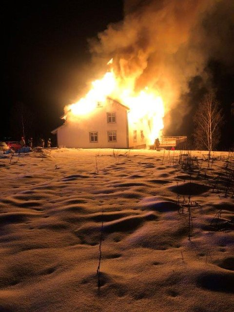 OVERTENT: Huset på Rudshøgda ble fullstendig overtent, natt til torsdag.