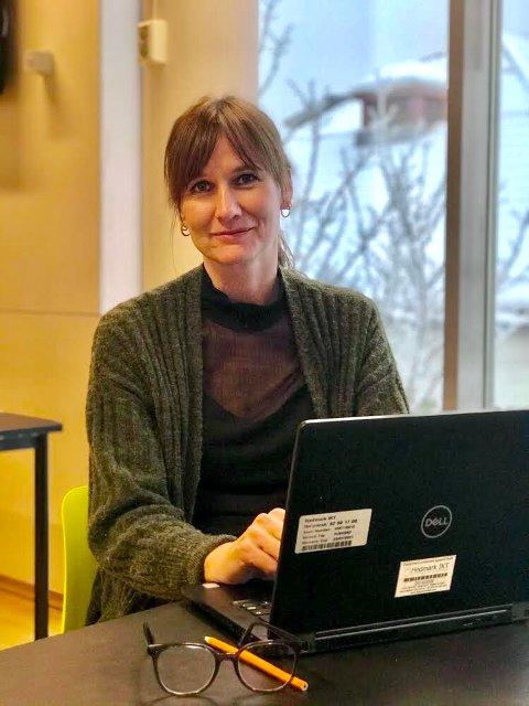 Biblioteksjef i Kongsvinger, Stine Raaden, håper mange blir med på skrivekonkurransen, som har frist 1. februar.