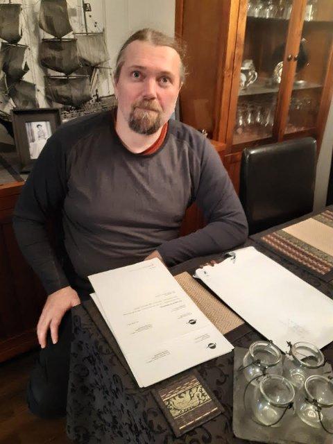 RYSTET: Ronny-Margido Korsnes på Hitra mottok NAV-papirer med legejournaler og sensitive opplysninger om ei kvinne bosatt i Våler. Papirene ble sendt fra Nav Arbeid og Ytelser i Trondheim.