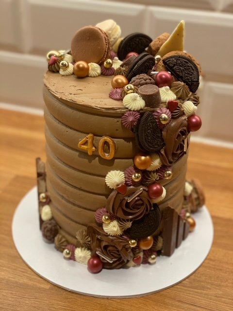 Cakes By Lene tilbyr stablekaker, makroner og cupcakes til enhver anledning.