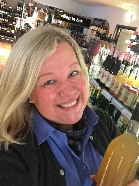 JULESALG I MAI: Vinmonopolet opplevde årets beste salgsdag onsdag 12. mai. Dette kan sammenliknes med julesalget, sier butikksjef på Kongsvinger og Flisa Monica Sørpebøl.