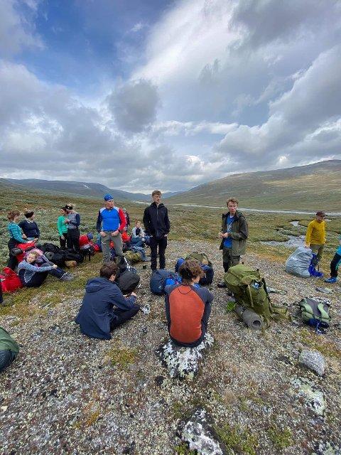 VIND: Elever fra Solør videregående skole var på fjelltur i Jotunheimen da de ble overrasket av kraftig vind. Vinden ødela flere telt, og elevene måtte gå ned igjen om natta.