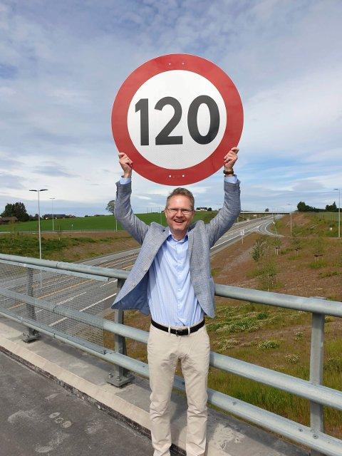 UNØDVENDIG: Tor Andre Johnsen (Frp) mener det er unødvendig at UP kjører fram og tilbake på trafikksikre veger med høy fartsgrense. – Politiets ressurser bør brukes på en annen og bedre måte, sier han.