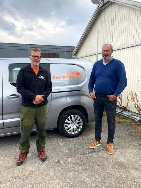 FORNØYDE: Divisjonsdirektør i Nettpartner bane, Kjell Anders Fosshaug, til venstre, og Bane & Fiber-gründer, Per Otto Sigfridstad, er begge veldig godt fornøyd med avtalen.