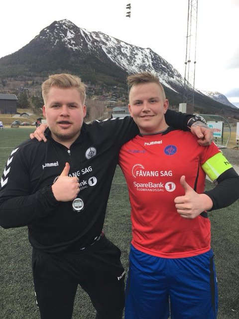 Tommel opp fra RFFK etter storseier i serieåpningen. F.v: Morten Hansen (trener) og Espen Kluften (kaptein).
