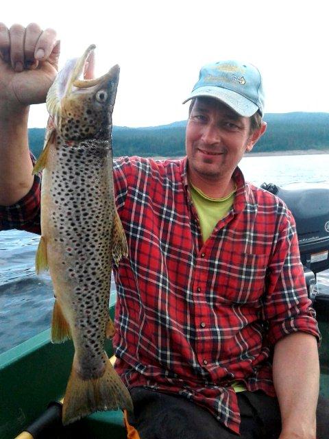 Det har stor verdi å kunne fiske såpass stor ørret i Dokkfløy, sier Trond Ørslien.