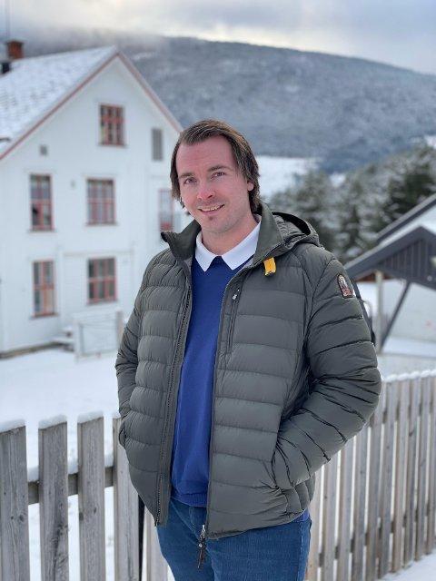Erland Tullut meldte seg ut av Ap og sitter nå som uavhengig representant i kommunestyret i Sel. Neste steg er å danne egen bygdeliste i kommunen.