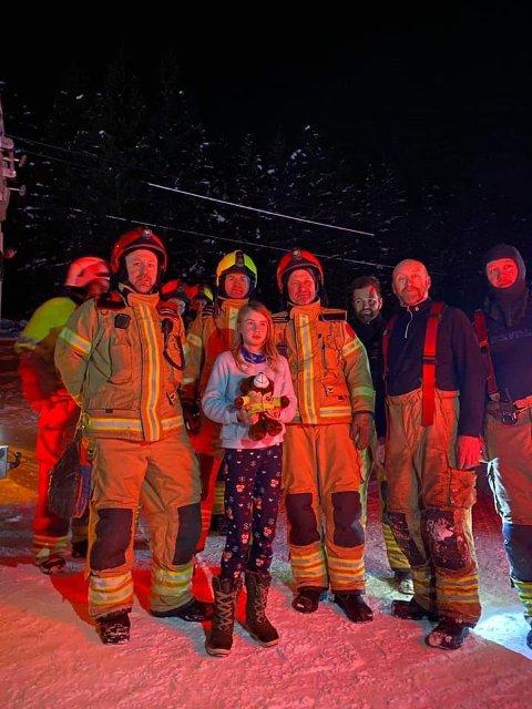 Vågå brannvesen roser far og datter for å ha gjort alt etter boka når ulykken først var ute.