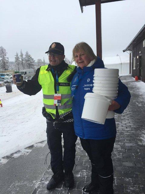 Ingrid Frydenlund Haga måtte sikre femti liter vaffelrøre i en viss fart for at det ikke skulle gå tomt på Lygna. Lovens lange arm bistod.