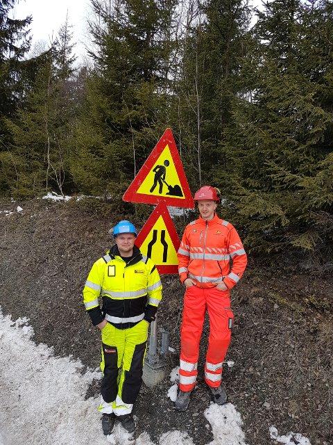 VIS HENSYN: Oppfordringen kommer fra anleggsleder Lars Ove Olsen i Dokka Entreprenør og byggeleder Vegar Antonsen i Statens vegvesen.