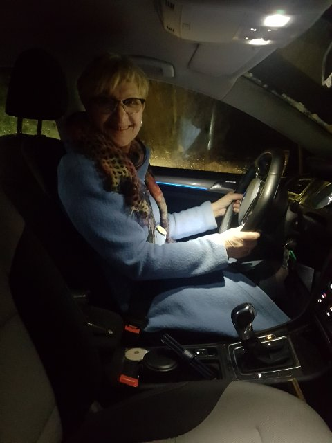 Ufrivillig tennåringsmamma, Randi Eek Thorsen, henter og bringer seint på kvelden selv om hun ikke liker å kjøre på vinterføre.