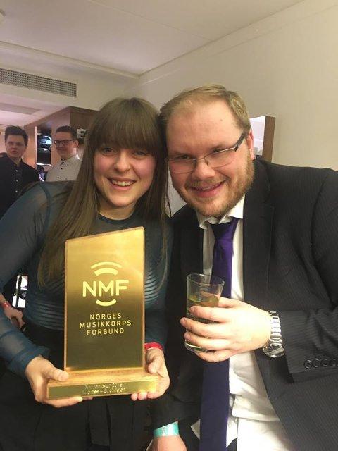 FORNØYD: Vilhelmine Haagensen og Lars Erik Pedersen i Musikklaget Ustemt er strålende fornøyd med seier i 6. divisjon i NM.