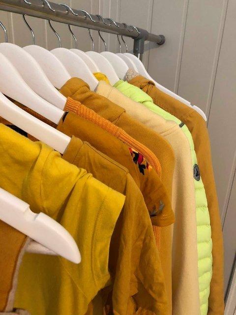 Forskjellige nyanser av gult.