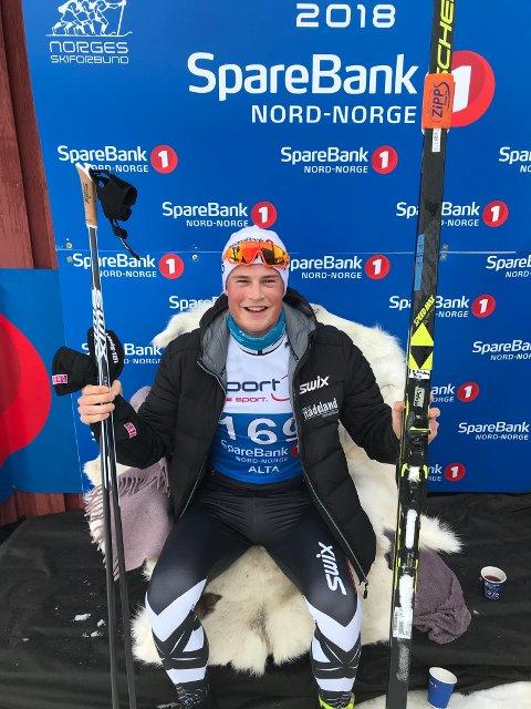 LEDERSTOLEN: Johannes Bjertnæs ledet ti-kilometeren i NM da han passerte målstreken med start nummer 169. Foto: Privat