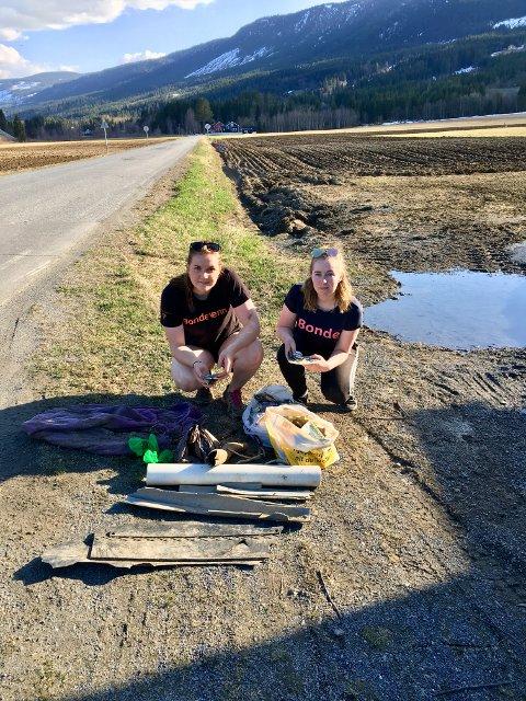 Bygdeungdommer fra Gausdal som har vært ute og plukket søppel for å redde kua. Her ble det funnet store mengder plast, og i tillegg ting som brusbokser, ståltråd og knuste glassflasker