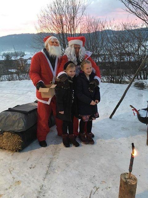 Både Sølvsbergnissen og Oppdalsnissen ønsker alle velkommen til juletrefest.