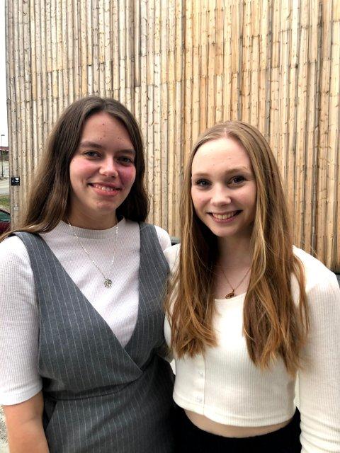 GLEDER SEG: Anne-Mette Ørnes og Margrethe Dahl gleder seg til å ønske publikum til Oscar-fest i Hadeland Kultursal.