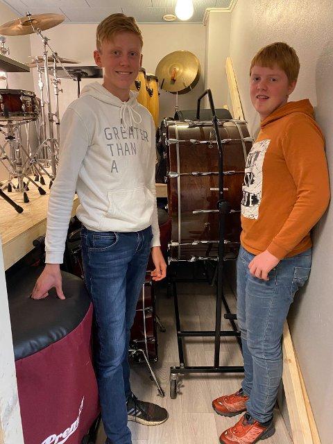FORNØYD: Sondre Østdahl og Martin Rehnstrøm har fått en rensligere hverdag etter at trommelageret ble pusset opp.