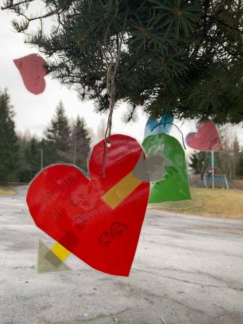 SKAPERGLEDE: Grymyr skoles eget hjertetre.